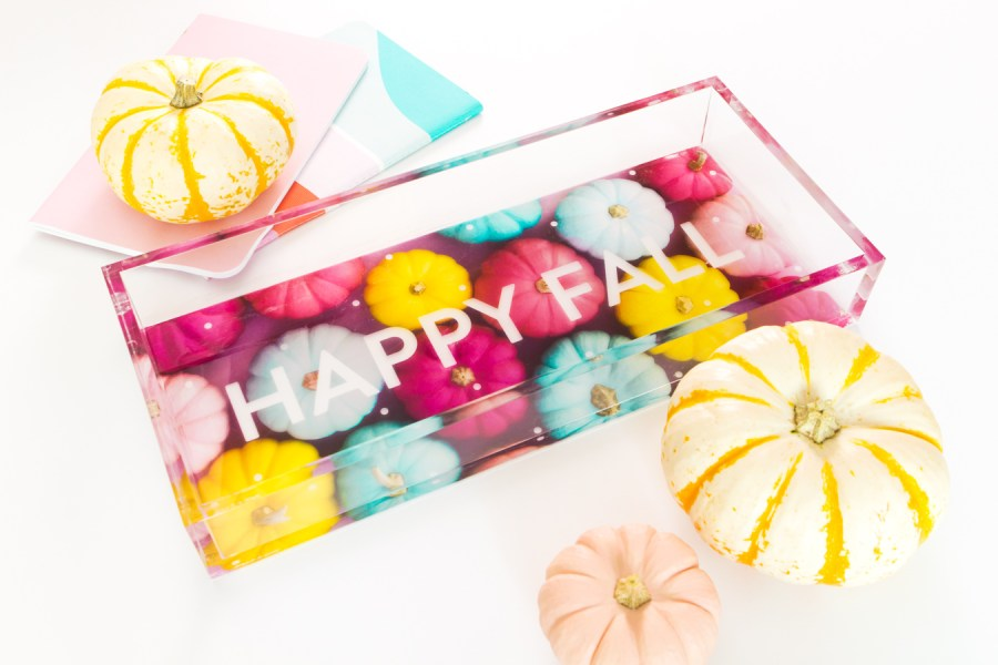 Happy Fall! Make your own fall inspired acrylic tray using this easy photo transfer method.