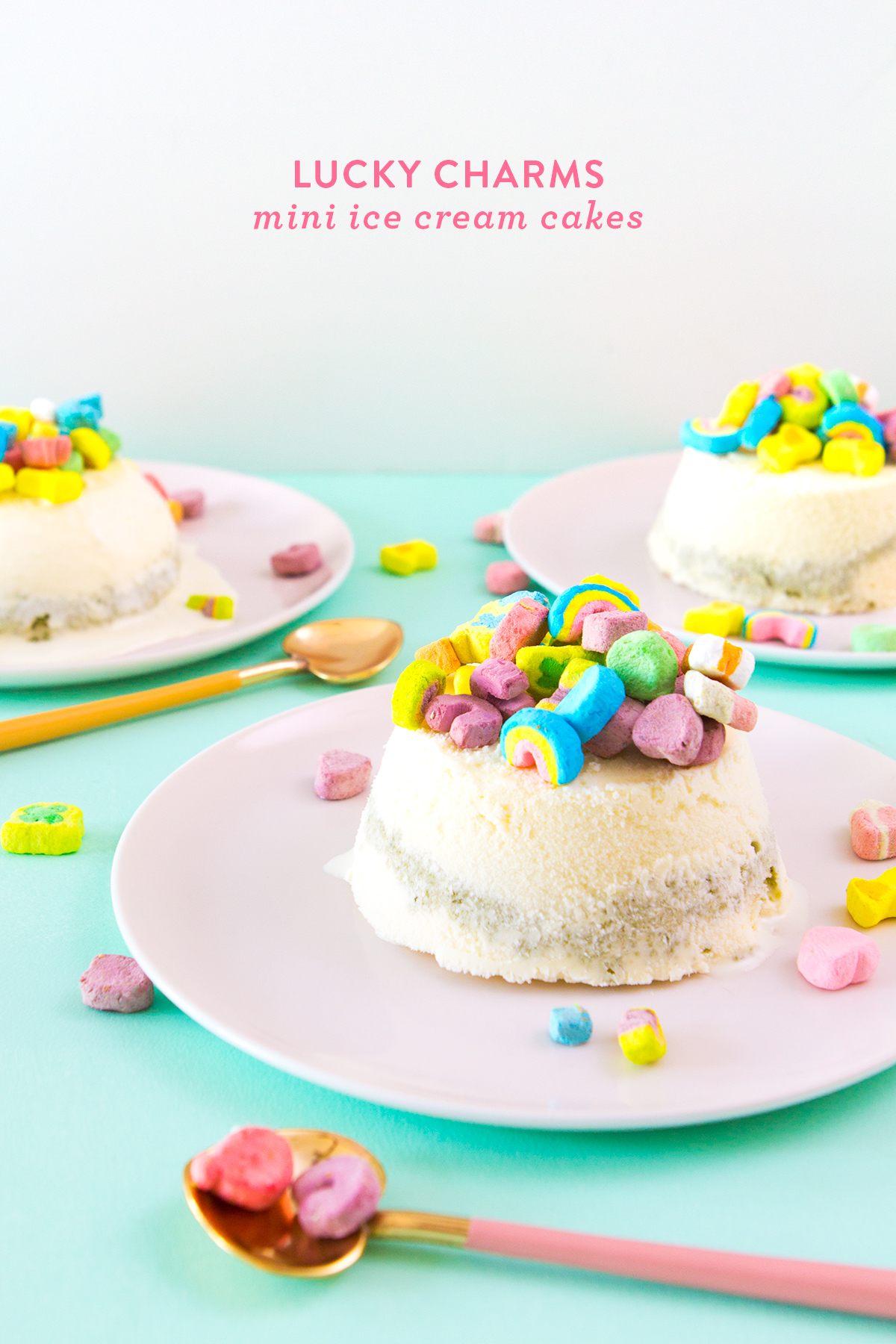 Easy no-bake Lucky Charms mini ice cream cakes! Perfect for St. Patricks Day! Click through for video tutorial.