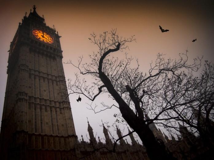 Spooky Big Ben © petarpaunchev – Fotolia.com