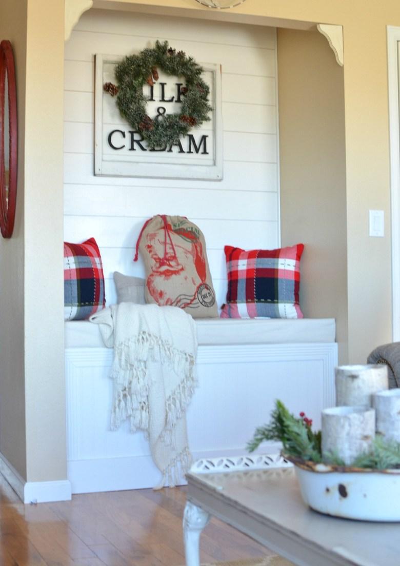 Cozy Christmas Living Room. Farmhouse Christmas Decor. Vintage Christmas.