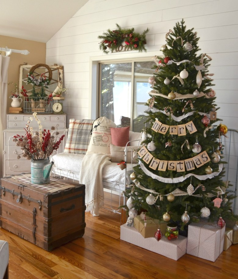 Farmhouse Christmas Tree. Vintage Farmhouse Christmas Decor.