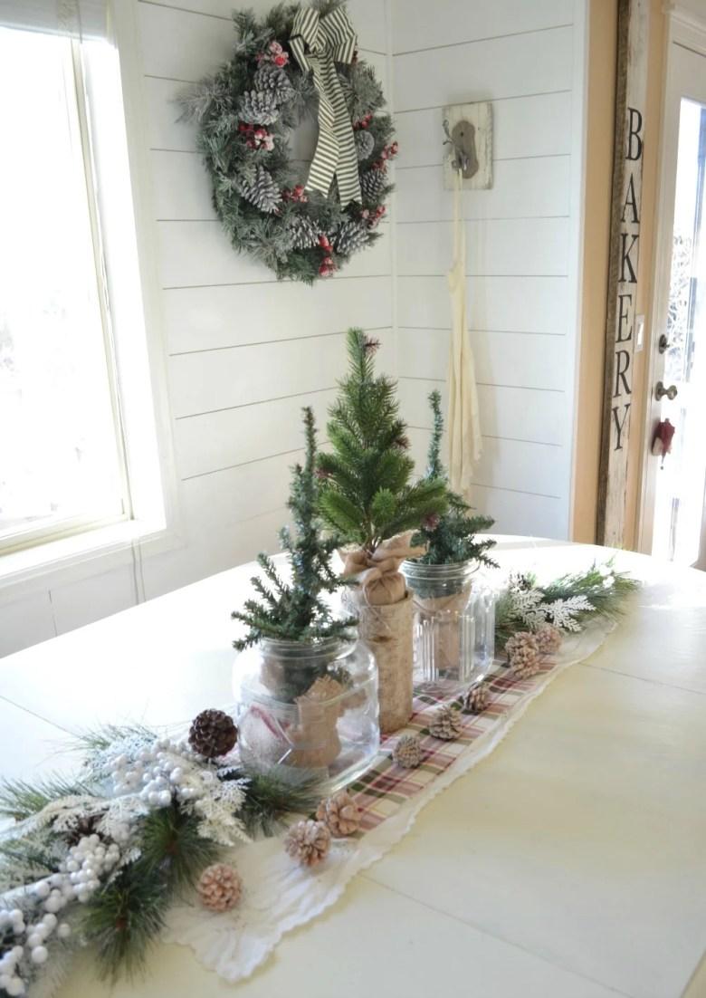 Simple Farmhouse Christmas Centerpiece.