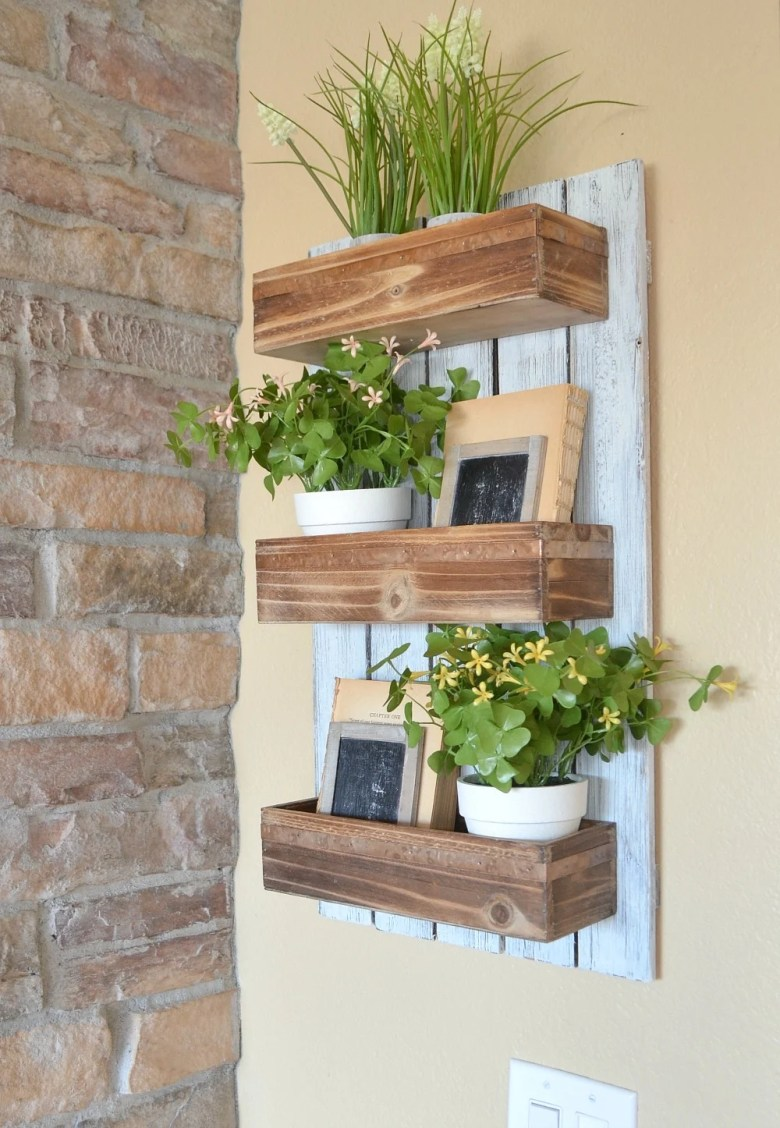 DIY Wooden Wall Planter. Simple and easy DIY project for spring.