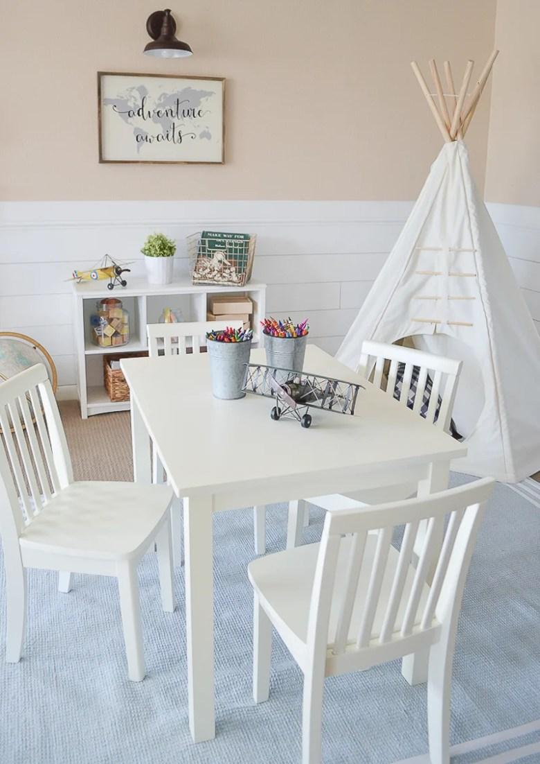 Modern Farmhouse Playroom Makeover. Adorable farmhouse style decor in kid's playroom.