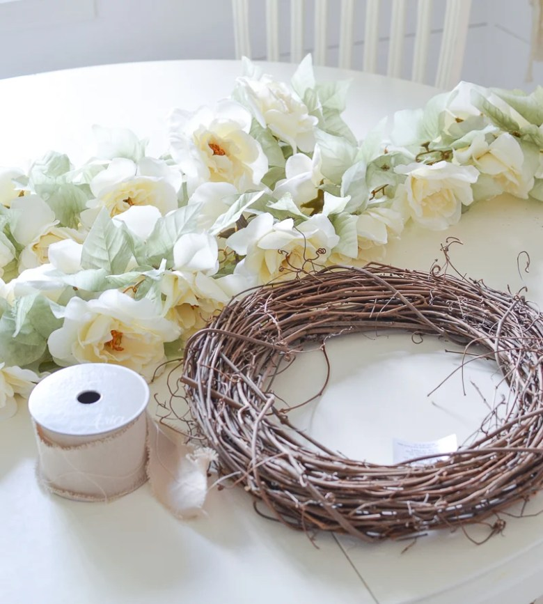 The Easiest DIY Fall Wreath Ever. Simple and beautiful fall wreath!