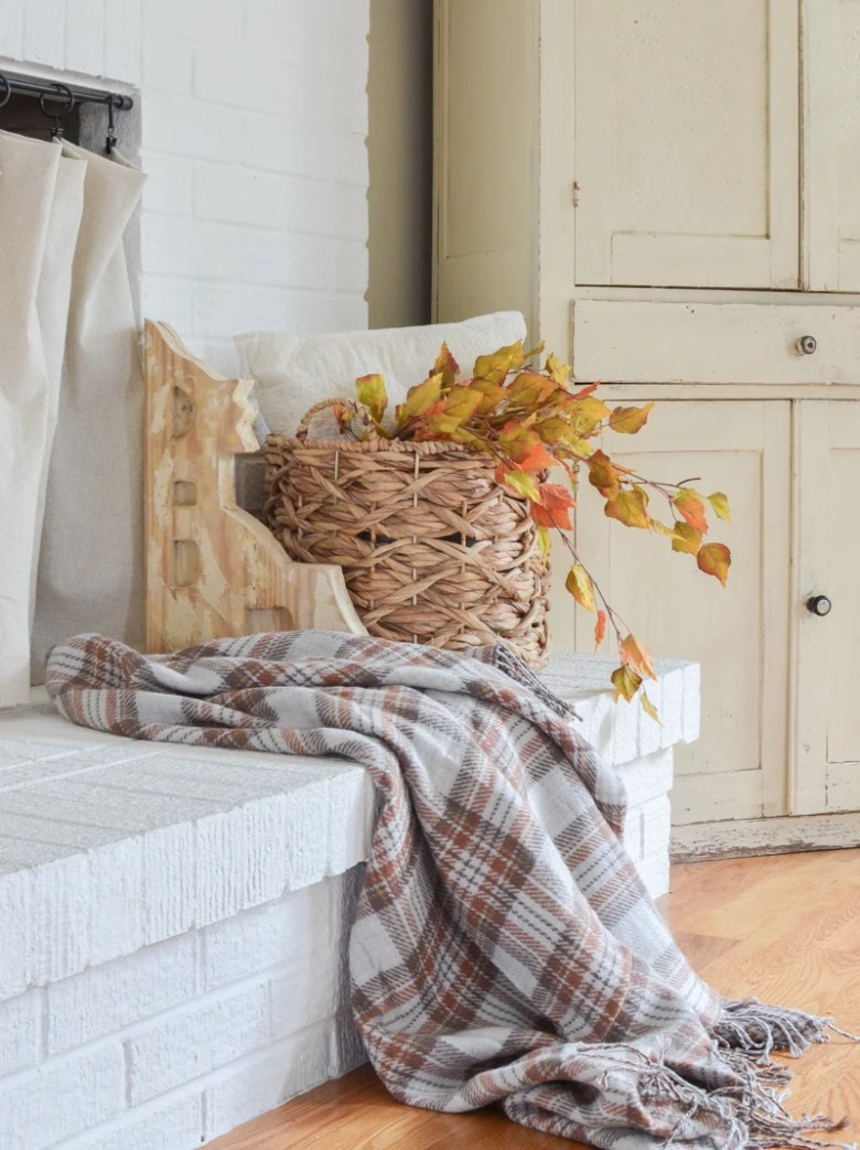 Cozy fall decor idea. Fall throw blankets.