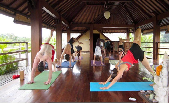 amber zuckswert teaching yoga in Bali