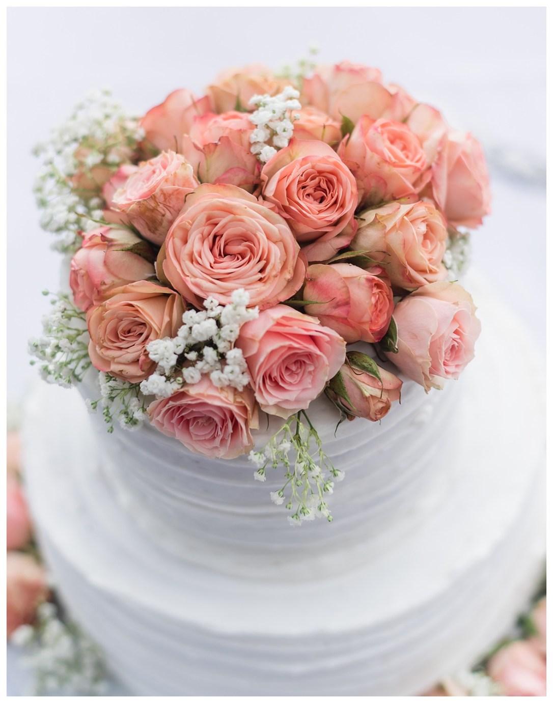 pink roses on wedding cake