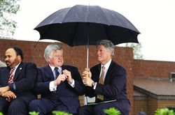 Umbrella_clinton