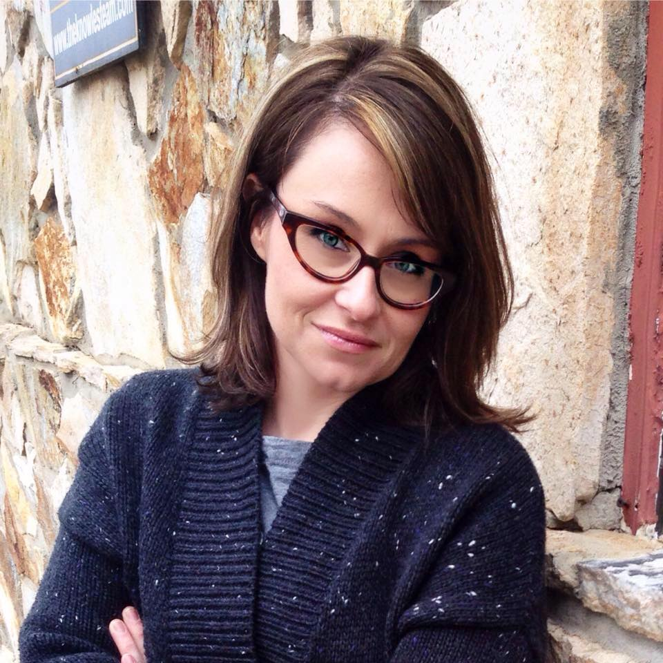 Sarah Pinnix Headshot