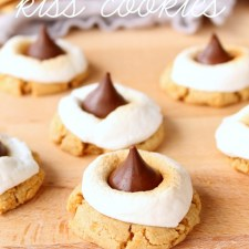 S'mores Kiss Cookies from Six Sisters' Stuff