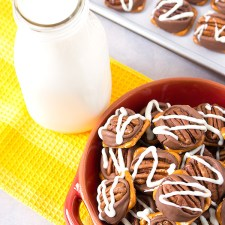 Easy Pretzel Pecan Turtles