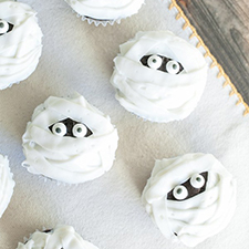 Mummy Cupcakes from Sugar and Charm