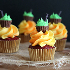 Halloween Cauldron Cupcakes from Cookies and Cups