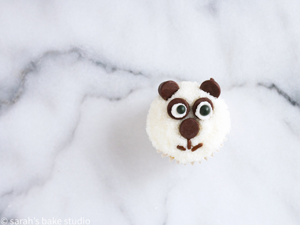 Panda Mini Cupcakes – ridiculously adorable, family-friendly mini cupcakes dressed up as panda bears; fun to make, fun to share, and even more fun to eat!