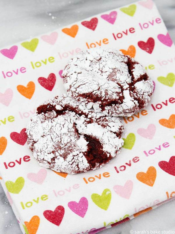 Red Velvet Crinkle Cookies - a six-ingredient, red velvet cake mix cookie doused in powdered sugar and baked to crinkle superbness; perfect for red velvet enthusiasts.