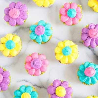 Daisy Mini Cupcakes from Sarah's Bake Studio