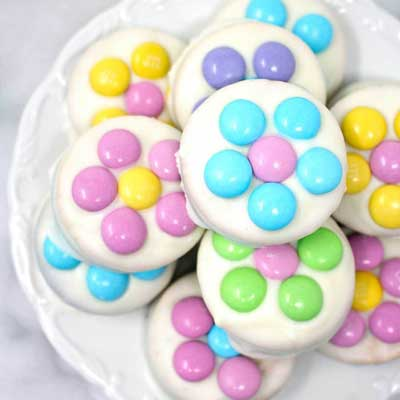 Daisy White Chocolate Oreos from Sarah's Bake Studio