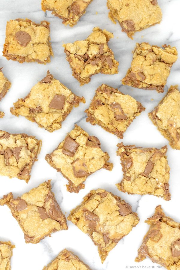 Salted Rolo Blondie Bars - soft and chewy vanilla brownies stuffed with Rolo Caramel Candies and sprinkled with coarse sea salt make these sweet and salty blondie bars magnificent.