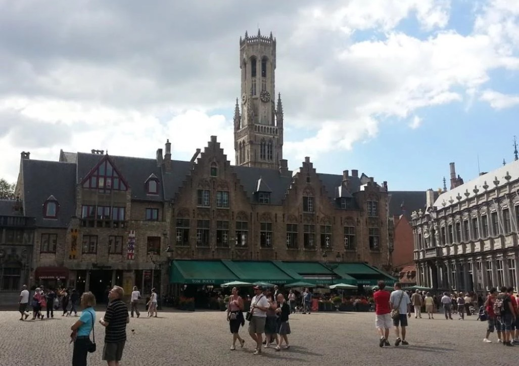 Day trip to Bruges square market