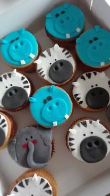zebra-and-hippo-cupcakes