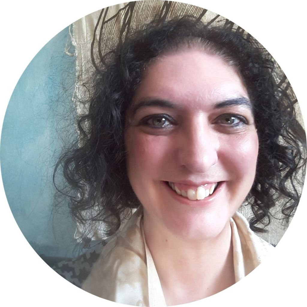 Sarah Zama is an author of historical fantasy set in the 1920s, with a dieselpunk inclination. She writes fairytale retellings set in the 1920s as well as fantastical adventures with an intimate twist.