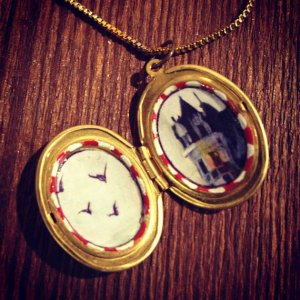 Optimist Detector Amulet: A divination locket, invented by Sarah Zar. This can be used to interpret whether someone is feeling optimistic or pessimistic, and often quite a bit more is revealed. Anyone familiar with Tarot cards will find these amulets extremely useful.