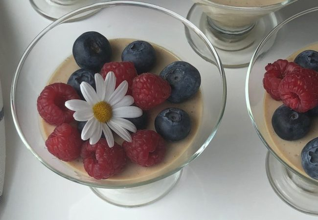 Tjukkmjølkspanacotta: enkel og digg dessert!