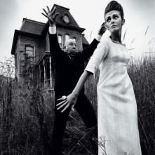 jeanloup-sieff-alfred-hitchcock-posant-pour-la-photo-de-mode-avec-ina-hollywood-1962