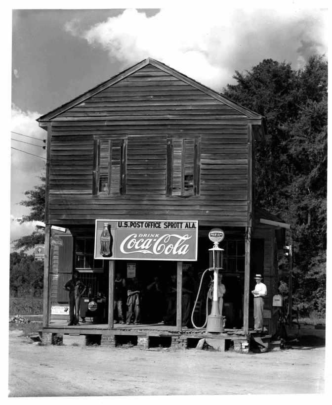 10-FE-Reggio-Emilia-W.-Evans-Italia-_-_Walker-Evans-Crossroads-General-Store-and-Post-Office-Sprott-Alabama-1936-Coll-privata-©-W-Evans-Archive-The-Met