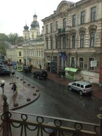 Dostoyevskilerin katında bir daire daha var. Bu daire yazarın yapıtlarına adanmış bir edebiyat sergisine ev sahipliği yapıyor. Sokağın fotoğrafı buradan.