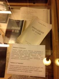 Bunlarsa Sovyetler Birliği'nde özellikle 1960-70'li yıllarda Samizdat olarak yayımlanan Nabokov kitapları. Yazarın yapıtları SSCB'de ancak 1986'dan sonra açıktan yayınlanabildi.