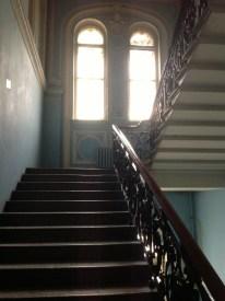 Evin üst katlarına çıkan merdiven. Genişliğe dikkatinizi çekerim. Nabokovların evi yüzyılın başında St. Petersburg'daki en iyi evlerden biri olarak görülüyormuş.