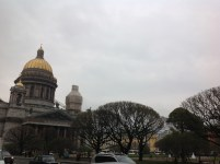 Müzenin bulunduğu Bolşaya Morskaya sokağının çıkışından Aziz İsaak Katedrali.