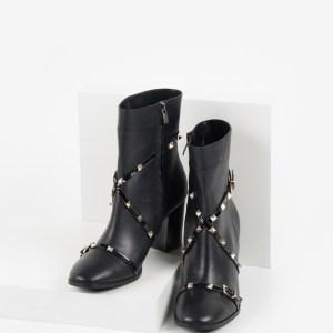 Елегантни дамски боти в черен цвят-240948