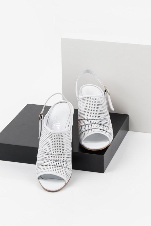 Дамски сандали в бял цвят-038126