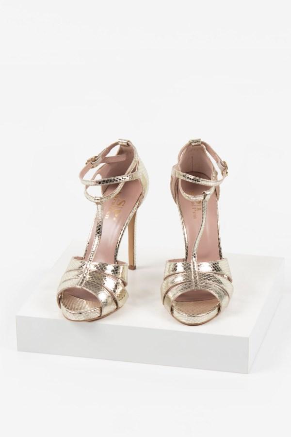 Кожени дамски сандали в златен цвят-483077