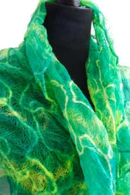 Green doodle wrap