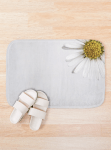 Bath mat with a daisy design