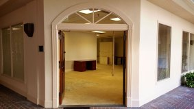 suite800-office-entrance