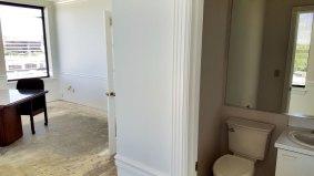 suite712-master-office-bathroom