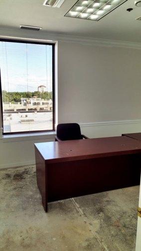 suite712-office1