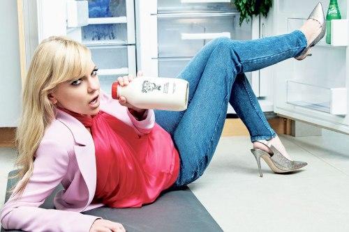 'Overboard' and 'Mom' star Anna Faris is making motherhood fun again