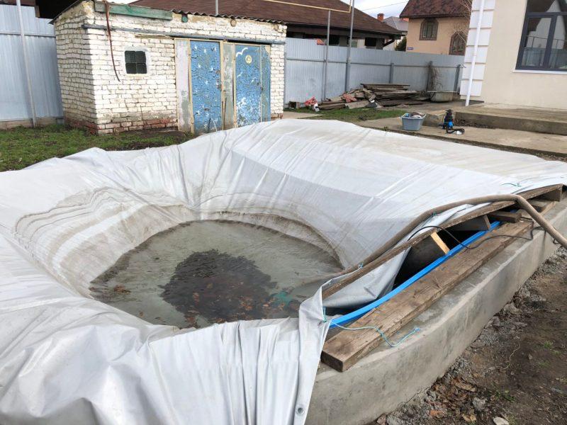 накрывать бассейн зимой