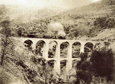 """Il più antico documento fotografico della Sardegna, di cui siamo coscienti, è una serie di 40 fotografie in negativo che risalgono al 1854, scattate dal fotografo francese Edouard Delessert ed utilizzate per un reportage, intitolato """"Six semaines dans l'île de Sardaigne""""."""