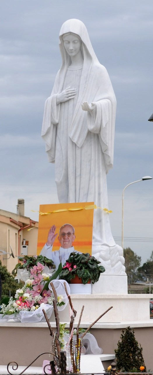"""San Nicolò d'Arcidano: statua della """"Regina della Pace"""" (3) - Foto di Sardegna Terra di Pace - Tutti i diritti riservati"""