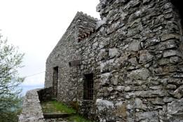 Gonare: esterno del santuario (2) - Foto di Sardegna Terra di Pace - Tutti i diritti riservati