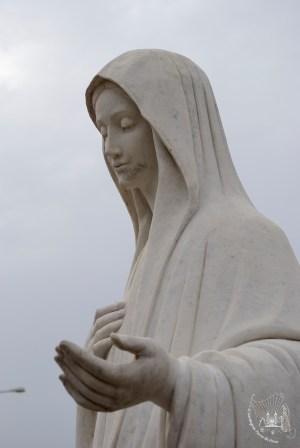Medjugorje: statua della Regina della Pace (3) – Foto di Sardegna Terra di Pace – Tutti i diritti riservati