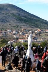 Medjugorje, Capodanno 2015: statua della Regina della Pace sul Podbrdo – Foto di Sardegna Terra di pace – Tutti i diritti riservati