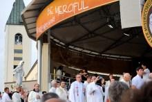 Medjugorje, Anniversario Apparizioni 2016: Processione (5) – Foto di Sardegna Terra di pace – Tutti i diritti riservati